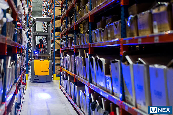 The Best of Both Worlds: Maximize Fulfillment Efficiency by Integrating Robotics with Dynamic Storage
